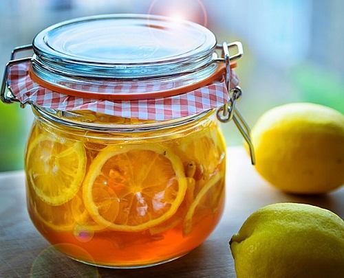 Hỗn hợp chanh và mật ong giúp làm sạch họng kháng viêm hiệu quả