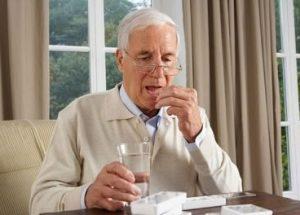Những lưu ý khi sử dụng thuốc cho người cao tuổi