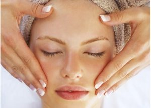 Các cách làm căng da mặt mà bạn nên biết