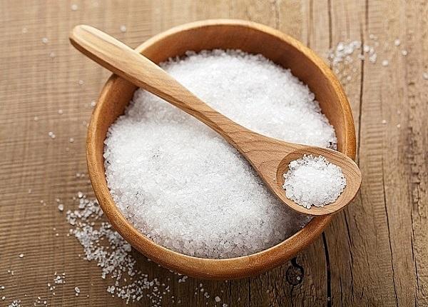 Nếu ăn mặn quá sẽ khiến canxi bị bài tiết phần lớn ra ngoài bằng đường nước tiểu