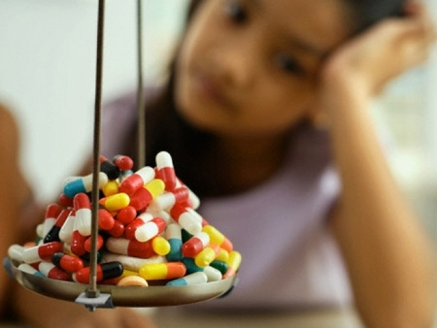 không nên tự ý cho trẻ sử dụng thuốc kháng sinh