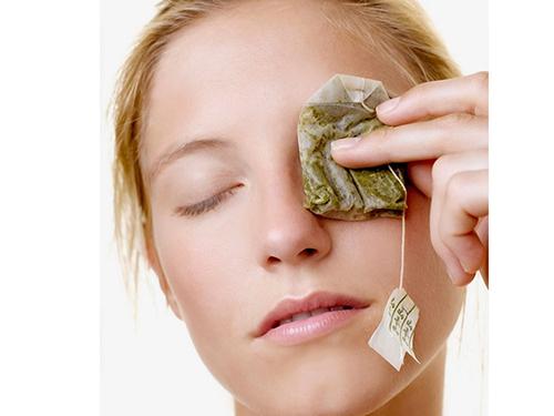 Cách trị quầng thâm mắt hiệu quả tại nhà với bột trà xanh