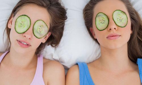 Cách trị quầng thâm mắt hiệu quả tại nhà với dưa leo