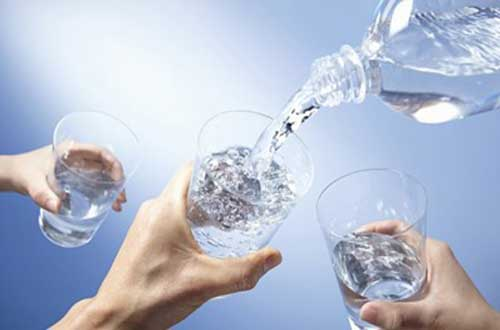 Giảm cân nhờ uống nước mỗi ngày